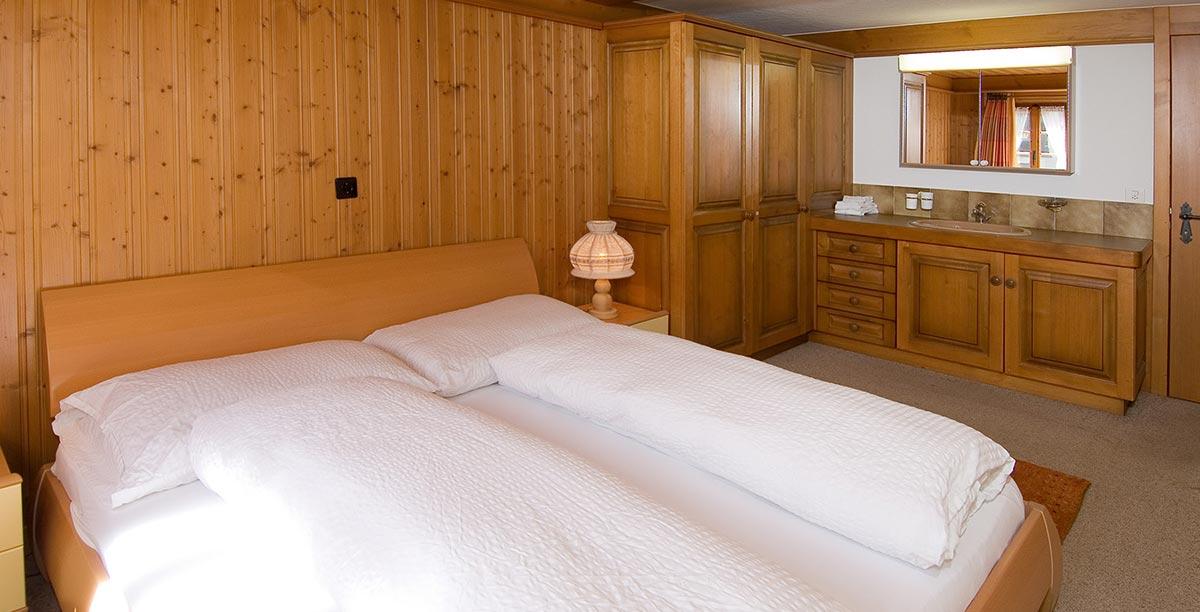 Chalet Obere Gasse Schlafzimmer mit Zweierbett
